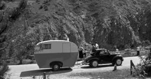 "caravan ""libellula"" trainata da fiat 500 topolino, 1953"